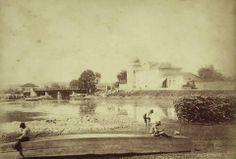 1870-1882 - Ponte Grande no rio Tiête. Esta ponte foi demolida e ao lado foi construída a atual Ponte das Bandeiras. Álbum: Brazil 1870-1882 de Marc Ferrez.
