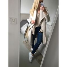 """  Jules • 31 • FFM •   op Instagram: """"Huhu ihr Lieben ☺️ leider regnet es in Frankfurt ☔️ aber wir machen es uns trotzdem schön ☺️. Bei @andsisters.de haben wir tolle Teile geshoppt. Ein Bild gibt's später.  und ihr so? #ootd #outfitpost #outfitdetails #outfitoftheday #mango #coat #adidas #superstars #adidassuperstar #blonde #chainbag #andsisters #fashion #daily #instadaily #inspiration #outfit #bag #outfitselfie #selfie #trend #comfy #fashiondaily"""""""