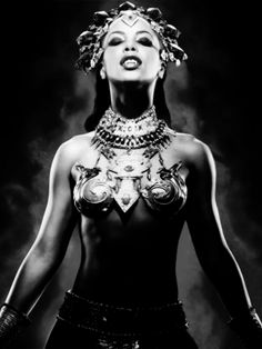 aaliyahalways: February 2014 marks 12 years since the release of Aaliyah's final film, Queen of The Damned. Lestat And Louis, Aaliyah Pictures, Chica Gato Neko Anime, Aaliyah Style, Queen Of The Damned, Vampire Masquerade, Vampire Art, Creatures Of The Night, Comic Movies