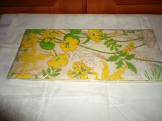 Vintage NOS NIP Hallmark Paper Party Table Cover. Floral Motif. USA.