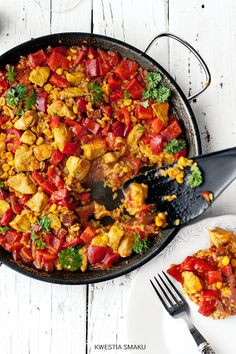 kwestia smaku // Paella z kurczakiem // chorizo and chicken paella kurczak Chicken Paella, Dinner Is Served, Chorizo, Tasty Dishes, Food Photo, Food To Make, Main Dishes, Dinner Recipes, Food And Drink
