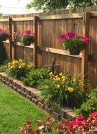 17 Wonderful Backyard Landscaping Ideas 2019 Fake turf with small garden beds and hanging planters for backyard. The post 17 Wonderful Backyard Landscaping Ideas 2019 appeared first on Patio Diy. Garden Yard Ideas, Backyard Projects, Backyard Designs, Garden Decorations, Diy Projects, Small Yard Flower Garden Ideas, Outdoor Projects, Outdoor Ideas, Small Garden Design