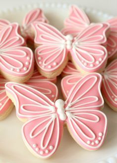 Pink Butterfly Cookies - Creating an Invisible Outline with Royal Icing (Sweet Sugar Belle) Spring cookies icing inspiration. Fancy Cookies, Iced Cookies, Cute Cookies, Easter Cookies, Royal Icing Cookies, Cupcake Cookies, Pink Cookies, Sugar Cookie Icing, Thanksgiving Cookies