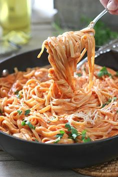 Sometimes a cuppa cream has gotta hit the pan! 5 Ingredients and 30 minutes is all it takes for this fabulous pasta dinner! recipes for dinner main dishes Pasta with Tomato Cream Sauce Vegetarian Recipes, Cooking Recipes, Healthy Recipes, Budget Cooking, Meatless Pasta Recipes, Quick Pasta Recipes, Delicious Pasta Recipes, Easy Recipes, Olive Recipes