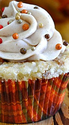 Cinnamon Roll Cupcakes with cream cheese frosting - Yummy!