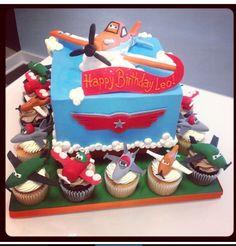 Cupcakes and cake Disney planes