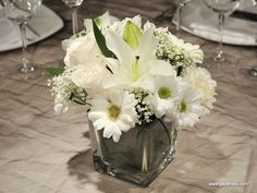 Centro con flor variada blanca!