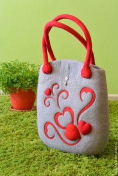 """Купить Сумка валяная """"Влюбленная в серый"""" - валяная сумка, сумка валяная войлочная, валяная сумочка ♡ Diy Bags Purses, Purses And Handbags, Handmade Felt, Handmade Bags, Felt Purse, Cloth Flowers, Felt Patterns, Basket Bag, Denim Bag"""