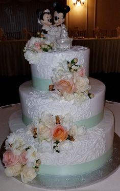 Calumet Bakery Romantic scrolling with fresh flowers Wedding cake Wedding Cake Fresh Flowers, Cake Wedding, Wedding Stuff, Wedding Ideas, Beautiful Cakes, Amazing Cakes, Calumet Bakery, Take The Cake, Romantic Weddings
