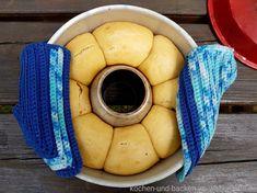 {Soulfood aus dem Omnia Backofen!} lockere Buchteln mit Aprikosenmarmelade. Leckeres Hefegebäck mit fruchtiger Füllung.