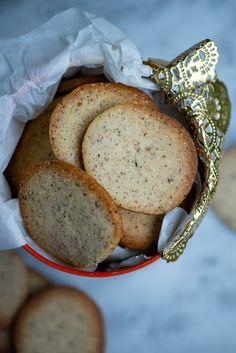 Opskrift på nemme nøddesmåkager | Marinas mad Food N, Food And Drink, Danish Food, Holiday Cakes, Food Cakes, Bread Baking, I Love Food, Cake Cookies, No Bake Cake