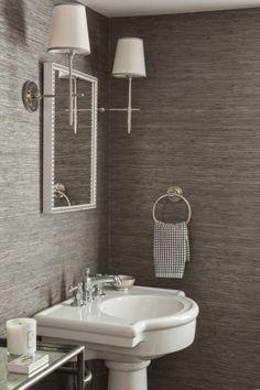 12 Smart Ways to Style Textured Wallpaper | StyleCaster