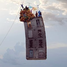 Flying Houses By French photographer Laurent Chehere. The Flying Houses series are on show until December at the Galerie Paris-Beijing, 54 rue Vertbois, Paris Surreal Photos, Surreal Art, Photographs, Surrealism Photography, Art Photography, Illusion Photography, Whimsical Photography, Amazing Photography, Kunst Online
