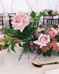 Table details  #weddinginspiration #weddingflowers #weddingplanning #details #weddingflorist #destinationwedding #palaisflowers #palais #floralfix #fotd #florist #achillea #heather #blushpink #blushpinkwedding #blushpinkflowers #rosequartz #goldcutlery #golddetails