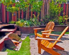 Inspired wooden adirondack chairs in Landscape Eclectic with Privacy Fence next to Privacy Fence Ideas alongside Backyard Fence and Front Yard Fences Front Yard Fence, Diy Fence, Fence Landscaping, Backyard Fences, Pallet Fence, Fence Ideas, Pallet Wood, Backyard Kids, Diy Wood