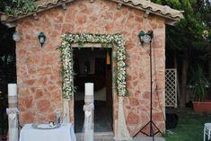 Γάμος στό κτήμα γαία στό εκκλησάκι τού αγίου νικολάου - ΑΝΘΟΠΩΛΕΙΟ Luxury Weddings & Events | ΑΝΘΟΠΩΛΕΙΑ | Γάμος & Βάπτιση | Δεξίωση | Λουλούδια | Συνθέσεις | Ανθη | Φυτά Arch, Outdoor Structures, Garden, Longbow, Garten, Lawn And Garden, Gardens, Wedding Arches, Gardening
