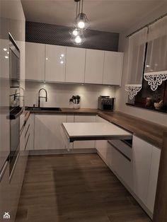 kuchnie lakierowane nowoczesne - Średnia otwarta kuchnia w kształcie litery u z oknem, styl nowoczesny - zdjęcie od Projekt-Kuchnie