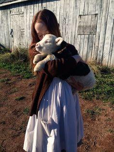 Amybeth McNulty as Anne Shirley-Cuthbert Anne Shirley, Anne Auf Green Gables, Gilbert And Anne, Amybeth Mcnulty, Anne White, Gilbert Blythe, Anne With An E, The Avengers, Cuthbert