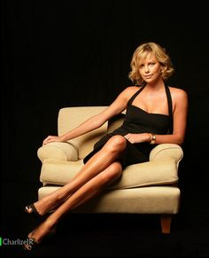 Photography Poses : – Picture : – Description Charlize Theron -Read More – Charlize Theron, Beautiful Celebrities, Beautiful Actresses, Beautiful Women, Atomic Blonde, Famous Women, Belle Photo, Sexy Legs, Photography Poses