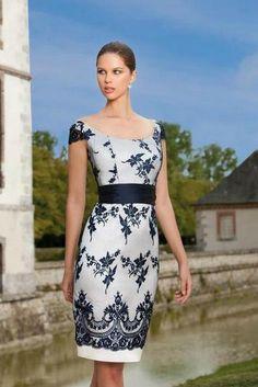 e4a60cb88c92 Púzdrové krémové spoločenské šaty s modrou krajkou S69 - Svadobný salón  Valery Elegantné Outfity