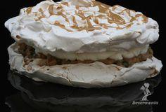 Tort bezowy - karmel, bita śmietana, orzechy, daktyle