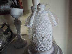 koronkowy anioł wykonany na szydełku