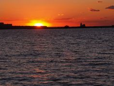 10 Romantic Things to Do in Cleveland: Watch the Sun Set over Lake Erie Romantic Things To Do, Free Things To Do, Kelleys Island, Vacation Memories, Lake Erie, Cleveland Ohio, Nature Scenes, Great Lakes, Stuff To Do