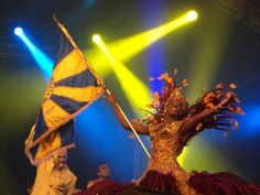 """The mise-en-scène prepared for the Flic en Flac Carnival (Vanilla Islands) will feature performances by the """"mestre-sala e porta-bandeira"""" (Master of the Ballroom and his partner, the Flag-carrying Dame); of """"baianas"""" (ladies from Bahia); the """"destaques"""" (the prominent paraders) with their luxury costumes."""