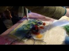 How to make a simple wet felt picture - YouTube --------- kostuta villa suolavedellä