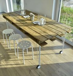 Pallet Table Plans pallet dining table with metal legs - So do have a look at these 58 DIY pallet dining tables boasting all types of designs and shapes be it square rectangular, round, hexagonal for all the section