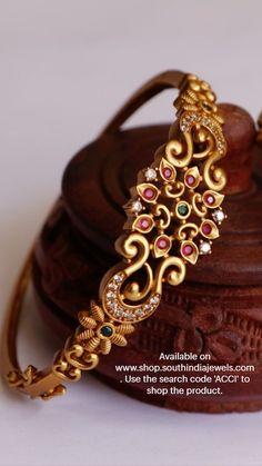 Jewelry Design Earrings, Gold Earrings Designs, Bead Jewellery, Beaded Jewelry, Gold Bangles Design, Gold Jewellery Design, Antique Jewellery Designs, Jewelry Patterns, Bridal Jewelry