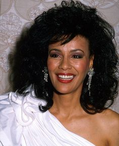 "Marilyn McCoo - ""Marry Me Bill"" (Lead singer of 5th Dimension).  FABULOUS VOICE! http://www.youtube.com/watch?v=5IjB3c_w_QM=Laura%20Nyro%20)"