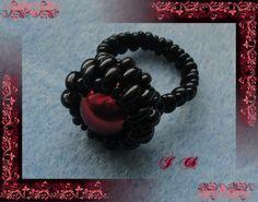 Černý s perlou v barvě rubínu