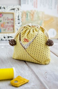 Free pattern/tutorial - oh so cute Mini String Pouch ༺✿ƬⱤღ  http://www.pinterest.com/teretegui/✿༻