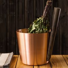 Find the perfect marriage of natural and industrial on the Rento Copper & Beech Wood Sauna Bucket. These materials are also eco-friendly, so you'll have a feel-good sauna experience in more ways than one.