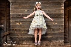 Φόρεμα βάπτισης Vinte Li 2915 μαζί με κορδέλα για τα μαλλιά, annassecret Girls Dresses, Flower Girl Dresses, Ballet Skirt, Wedding Dresses, Skirts, Fashion, Dresses Of Girls, Bride Dresses, Moda