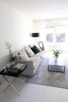 Homevialaura | classic interior | livingroom | Design by Frandsen Nice | Boknäs Julia | BoConcept Lugo | VM-Carpet Hattara | TON Chair 14