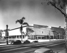 Robinson's Department Store on Wilshire in Beverly Hills at about the time it opened in 1952