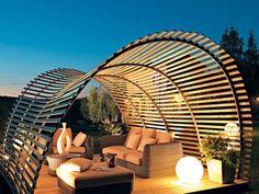 une pergola de design rond en bois et ouverte