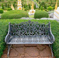 Die Eleganz Und Stil Dargestellt Von Diesem Metall Gartenstuhl Aufstehen,  Um Die Aufwendigen Formschnitt Regelungen
