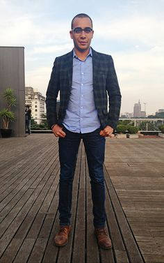 bota: Khelf / calça e blazer: Zara / camisa: Sergio K / relógio: Michael Kors / acessórios: TopShop