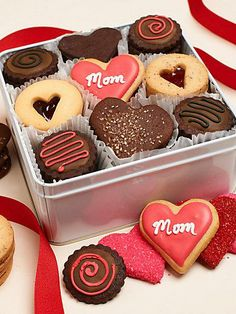 old fashioned homemade cookies from Amy's cookies for mom on mother's day Mothers Day Desserts, Mothers Day Cake, Mother's Day Cookies, Cupcake Cookies, Cupcakes, Baking Recipes, Cookie Recipes, Bolacha Cookies, Sugar Cookie Royal Icing