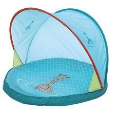 """NEW : Pataugeoire """"Sophie la girafe""""Cette pataugeoire permettra à bébé de découvrir les joies de l'eau en extérieur ! Avec moustiquaire et traitement anti-UV. Dimensions : 80 x 80 x 63 cm"""
