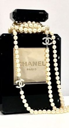 Buy, sell and exchange rare pieces with us including the Chanel perfume bottle bag✨; Every Chanel girls dream. Chanel Ring, Chanel Jewelry, Silver Jewelry, Chanel Chanel, Jewellery, Chanel Party, Vintage Chanel, Dior, Chanel Decor