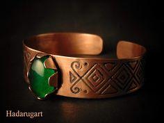 Artizani romani: Bratara din cupru cu piatra verde