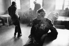 Raymond Depardon's latest photo collection shows the harsh reality of life inside Italian mental institutions during the Depardon was asked to document the asylums by Franco Basaglia, an Italian psychiatrist who wanted to reform the system. Magnum Photos, Photography Series, Street Photography, Social Photography, Documentary Photography, Creative Photography, Insane Asylum Patients, Mental Asylum, Psychiatric Hospital