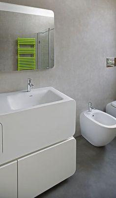 Vuoi un bagno senza fughe, igienico e moderno? Il microtopping è perfetto per questo scopo. Nella guida sul mio blog ti racconto le qualità del materiale, perfetto per bagno e altri ambienti della casa. #bagno #arredobagno #interiordesign #bathroom #bathroomdesign