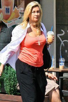 Podali do sądu na Martynę Wojciechowska za tajemnicę młodości Lose Lower Belly Fat, Ruffle Blouse, Education, Fitness, Pink, Sport, Women, Food, Fashion