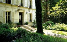Hotel Particulier Montmartre, located in the historic Montmartre scrubland, nestled between the famous Avenue Junot and Rue Lepic, home transformed into 5 suite luxury hotel. http://hotel-particulier-montmartre.com