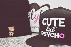 Bei styleyourcap.de könnt ihr euch euer Desing so besticken lassen wie ihr es wollt!Auf Beanies oder Snapback Caps.